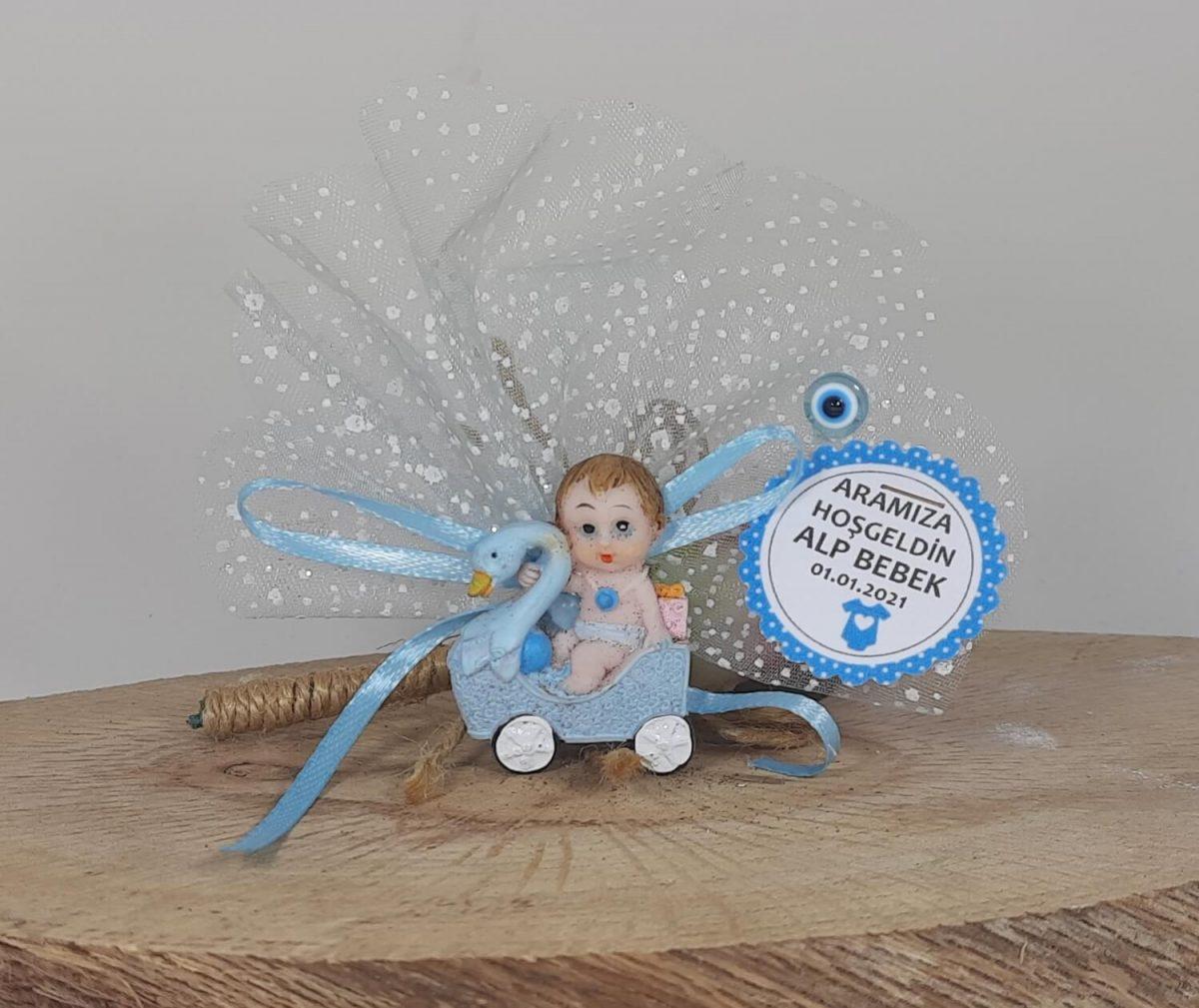 Araba Şeklinde Kuğulu Erkek Bebek Şekeri