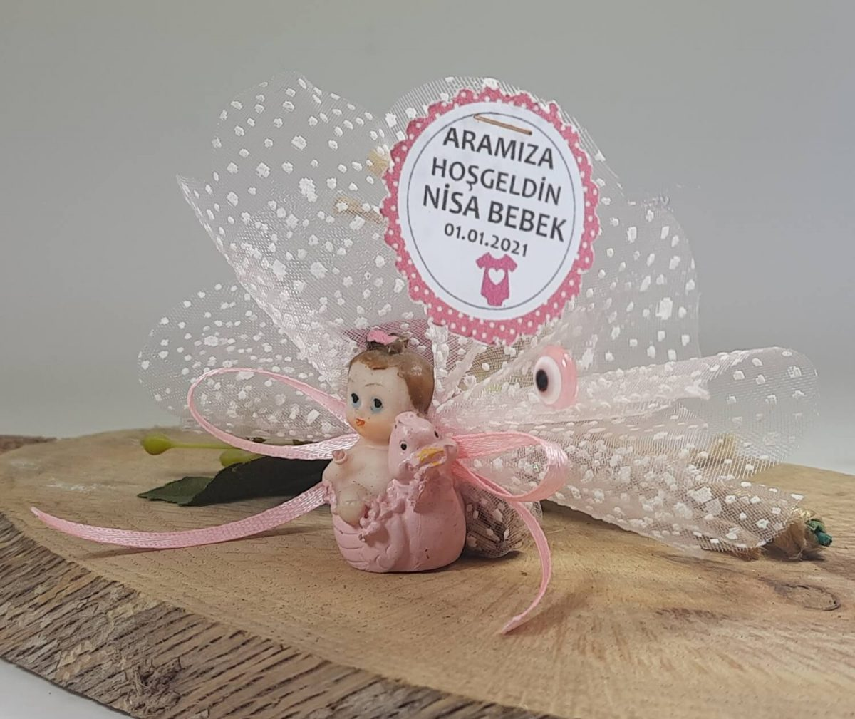 Civciv Üstünde Duran Pembe Biblolu Bebek Şekeri