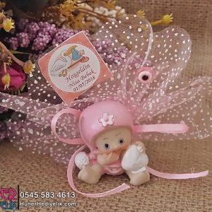 Elinde Kalp Olan Şapkalı Bebek Şekeri