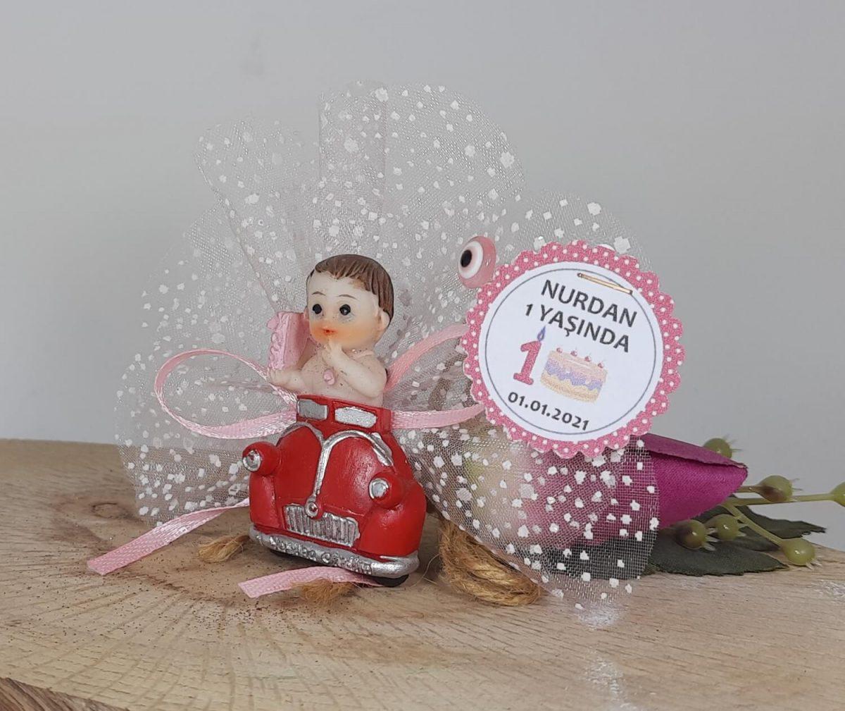 Kırmızı Vosvoslu 1 Yaş Bebek Şekeri Kız İçin 1 Yaş Magneti