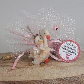 Leyleğin Kanatları Arasında Duran Bebek Şekeri Modeli