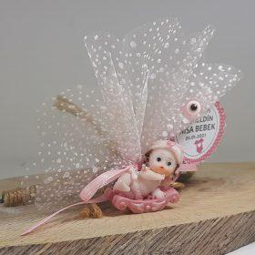 Kızak Üstünde Pembe Renklerde Kız Bebek Şekeri