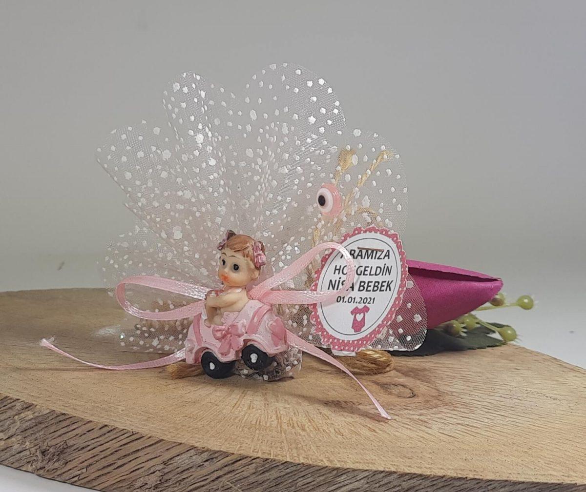Pembe Arabalı Bebek Şekeri Polyester Biblolu