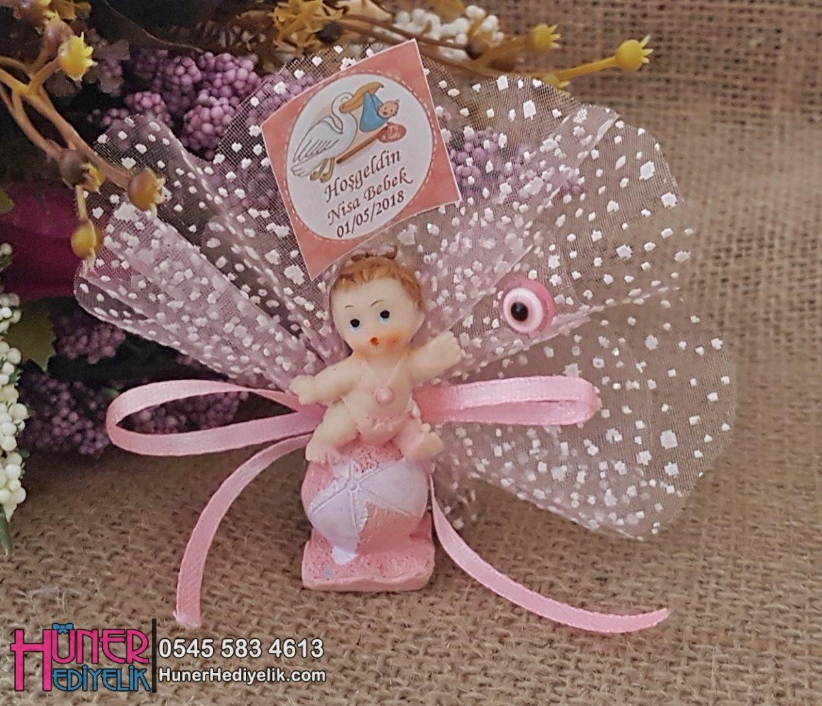 Pembe Top Üstünde Duran Kız Bebek Şekeri Biblolu