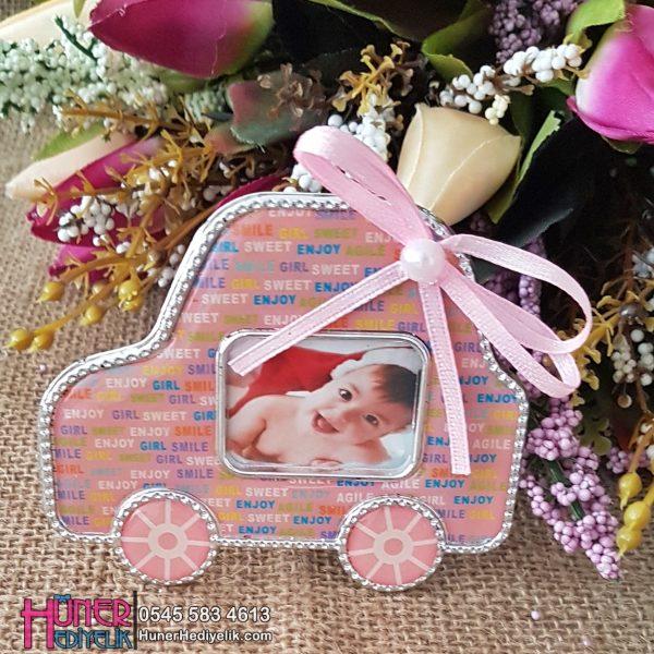 Arabalı Çerçeveli Kız Bebek Magneti Pembe Renkli