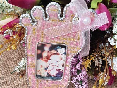 Ayak Modelli Kız Bebek Magneti Pembe Çerçevelik